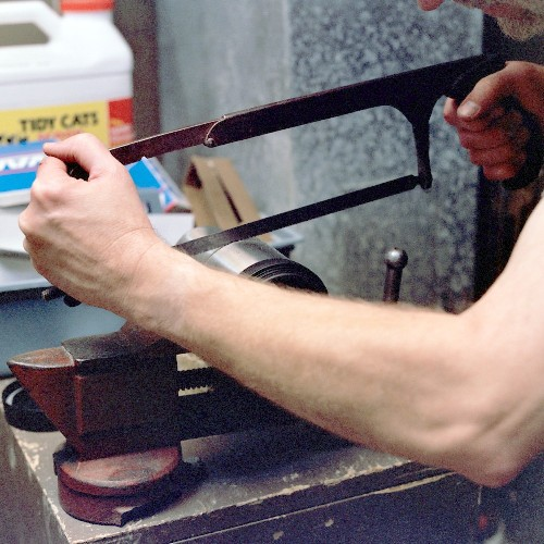Cutting the diffuser section to final length with the hacksaw (c) 2003 Larry Cottrill