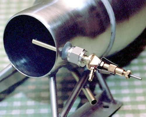 The second fuel pipe [for liquid fuels], fully installed in the pipe mount (c) 2003 Larry Cottrill